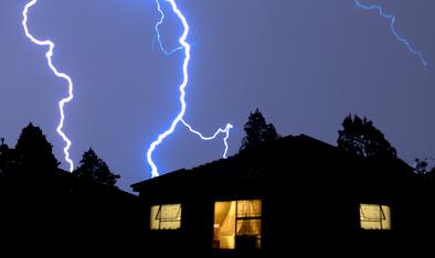Wie schützt ihr eure elektrischen Geräte vor einem Blitzschlag?